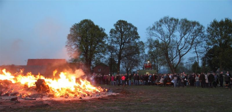 tl_files/img/2014/Osterfeuer/Osterfeuer (FILEminimizer).jpg